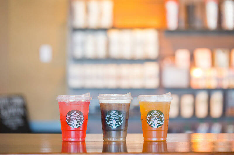 Los cambios ayudarán a Starbucks a eliminar más de mil millones de pajillas por año ya que contribuyen a la contaminación oceánica.