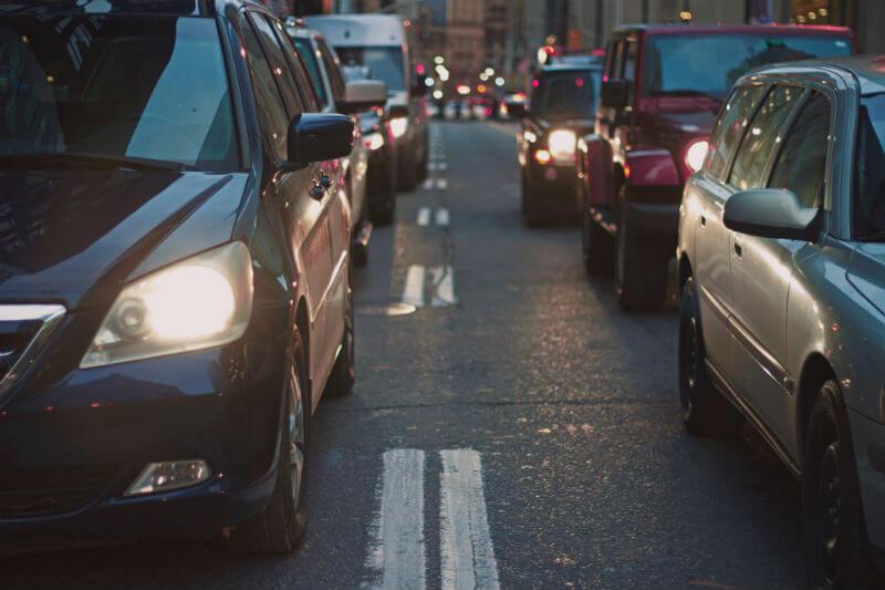La ciudad limitará el acceso de autos contaminantes, como en otras capitales europeas, en una zona de bajas emisiones, un área que cubrirá sus 19 comunas.