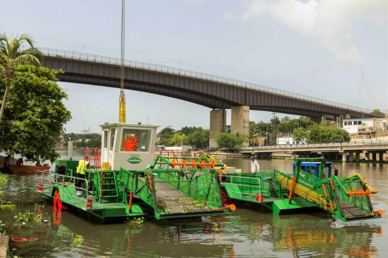 """La Fundación Tropigas lanzó el proyecto """"Barco Recolectores Ribera Verde"""" que sacará la basura y las lilas de los ríos Ozama e Isabela."""