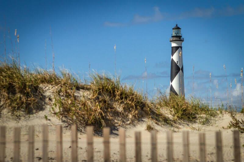 El Departamento de Calidad Ambiental de Carolina del Norte asegura que casi 1.82 metros de tierra costera se erosionan cada año en los Bancos Externos.