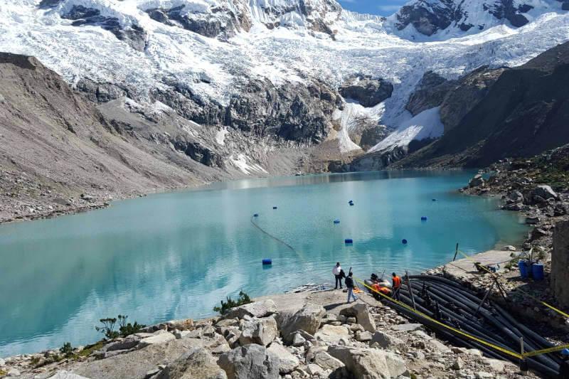 El lago Palcacocha se está agrandando con el agua de las capas de hielo que se derriten en la Cordillera Blanca, poniendo en peligro a 50,000 habitantes.