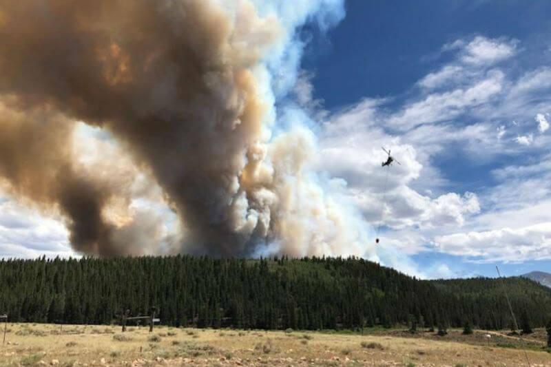 Al menos una docena de incendios forestales azotaron partes afectadas por la sequía en el estado norteamericano, cientos de residentes fueron evacuados.