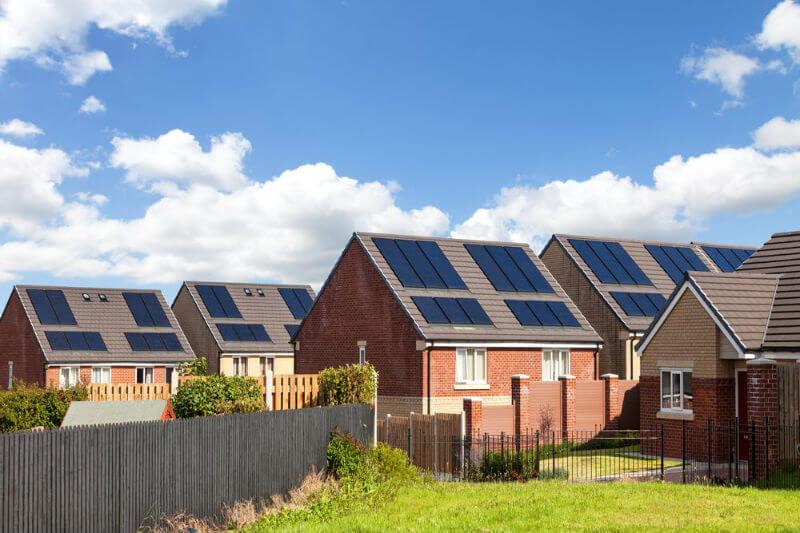 Según un informe, a partir de mediados de 2020, las tecnologías descentralizadas podrán, por primera vez, suministrar electricidad a más personas que la red.