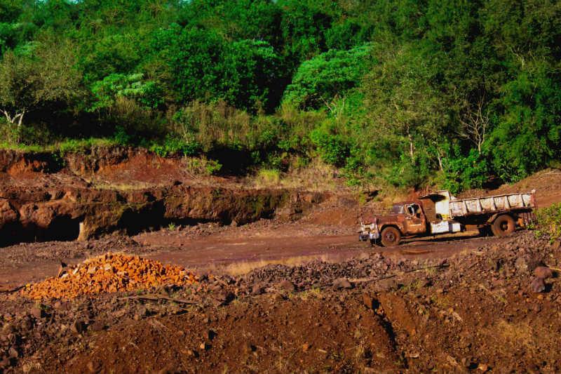 La compra de autos eléctricos está impulsando la producción de cobalto en la República Democrática del Congo, donde algunas minas emplean mano de obra infantil.