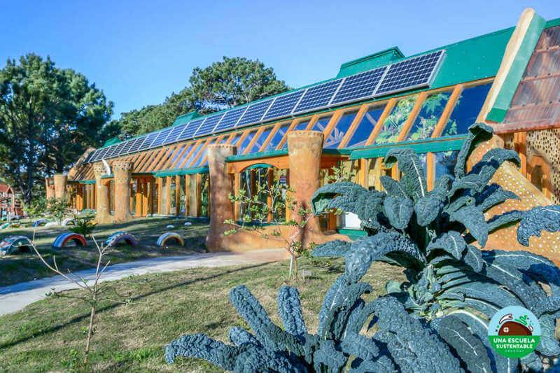 El proyecto, desarrollado por la organización Tagma, tiene como fin construir y habitar escuelas públicas 100% autosustentable en Latinoamérica.