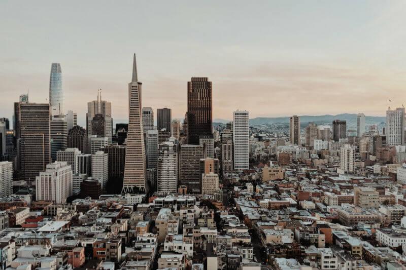 La Asamblea de California aprobó una ley con el objetivo de que el estado obtenga toda su energía de fuentes renovables y que cumpla con otras metas verdes.