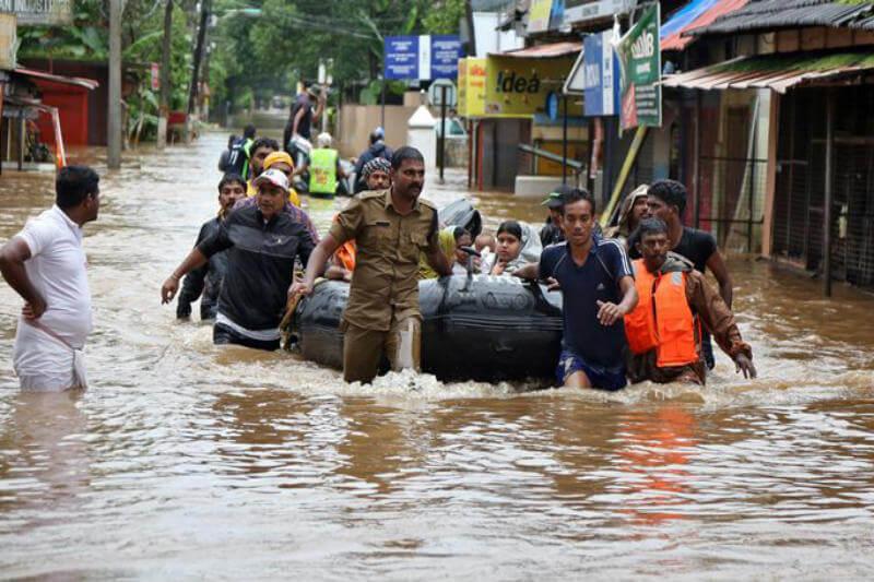 Inundaciones desastrosas afectan el estado de Kerala desde hace días, dejando cerca de 200 muertos y más de 220,000 evacuados en campamentos de emergencias.