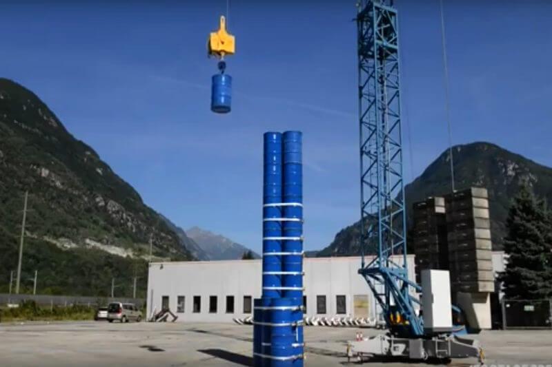 Energy Vault cree tener una alternativa viable a las centrales hidroeléctricas de bombeo. En lugar de utilizar agua y presas, usa bloques de hormigón y grúas.