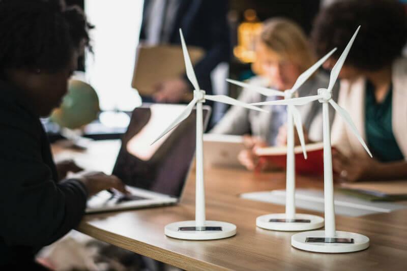 Empresas y agencias públicas acordaron comprar 7.2 gigawatts de energía limpia en todo el mundo, rompiendo ya el récord de 5.4 gigavatios para todo 2017.