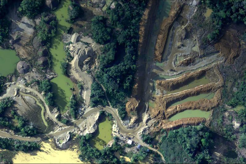 La FAP registró en más de 20,000 imágenes los daños que la minería ilegal y otras actividades han causado en la selvática región de Madre de Dios, en Perú.