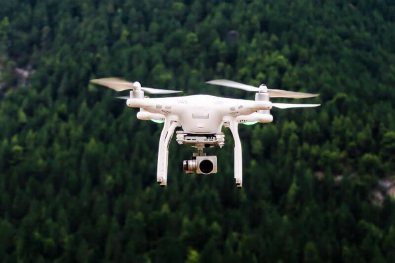 La empresa emergente CO2 Revolution quiere luchar contra el cambio climático mediante la reforestación masiva y eficiente con drones.