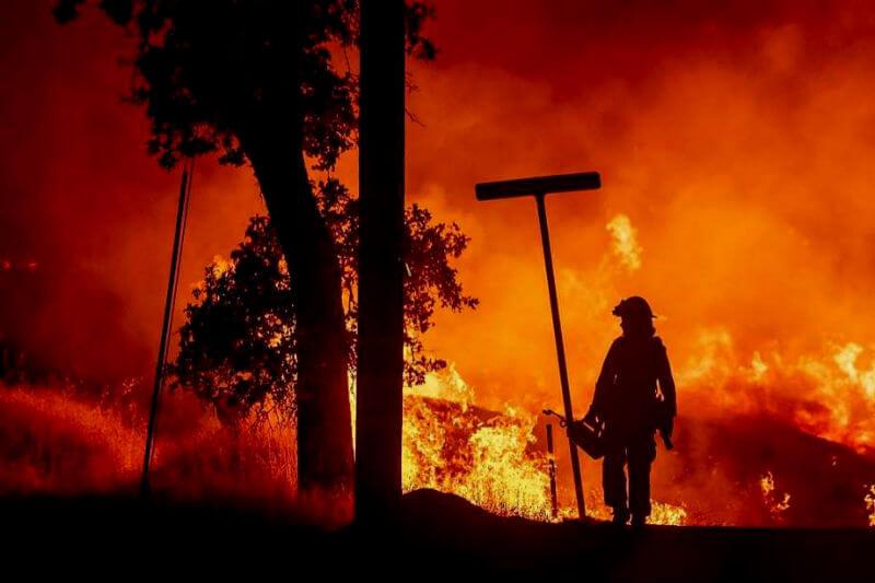 El incendio Carr ha ocasionado la evacuación de más de 38,000 personas, ha dejado seis víctimas y más de 500 estructuras dañadas.