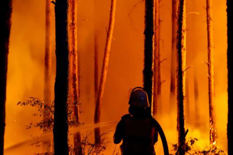 En total, 540 personas de tres poblaciones de Brandeburgo fueron evacuadas en un pabellón deportivo de Treuenbrietzen, a 100 kilómetros del foco del incendio.
