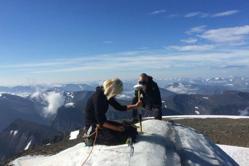 Según la científica Gunhild Rosqvist, el pico sur de la montaña Kebnekaise perdió 14 centímetros de nieve por día en el mes de julio.