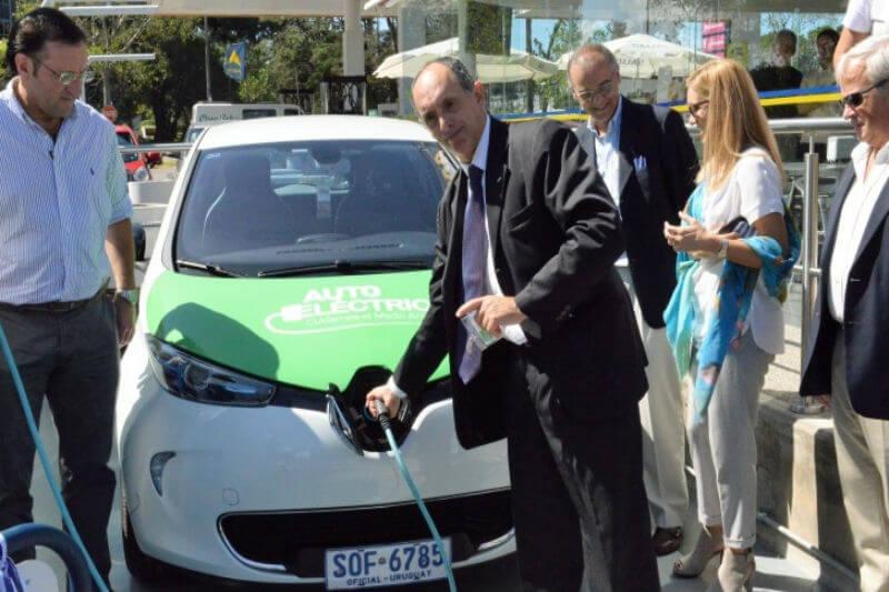 La compañía UTE ha implementado nuevos puntos de carga de electricidad en los departamentos de Roche y Maldonado; continuarán con la ampliación hasta 2019.