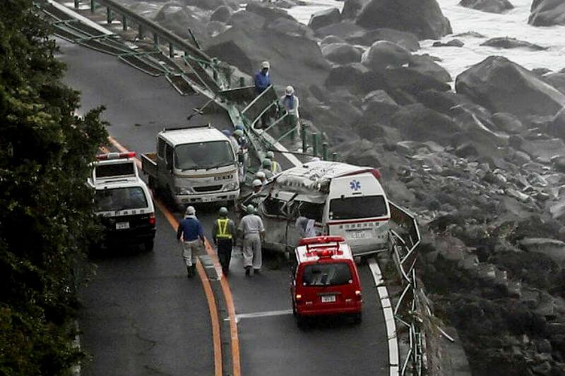 El alcalde Ying Yong dijo que el tifón Jongdari podría golpear más fuerte que el tifón Ampil (220,000 personas fueron evacuadas) pero no causó grandes daños.