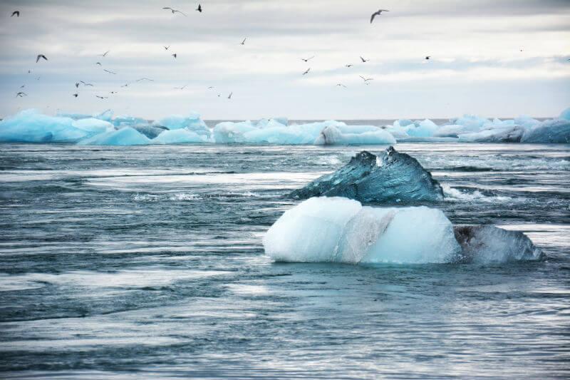 Reserva de agua caliente, 50 metros debajo de la Cuenca de Canadá, podría causar una fusión significativa de hielo si se libera.