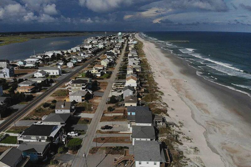 Los estados de Washington D. C. y Virginia declaran estado de emergencia. El ciclón, de categoría 4, impactará en estos días en Carolina del Norte y del Sur.
