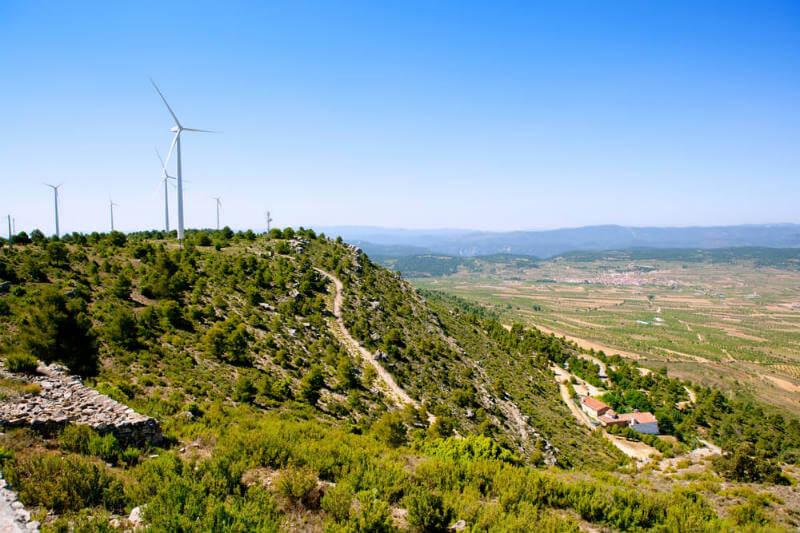 El pueblo de Aras de los Olmos ha decidido desligarse de la red eléctrica y desarrolla un proyecto sostenible para el autoconsumo energético renovable.