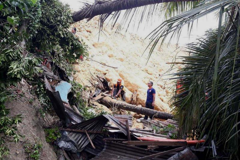 Las fuertes lluvias en los días posteriores al tifón Mangkhut golpearon el país y contribuyeron al desastre, el cual cobró la vida de 12 personas.