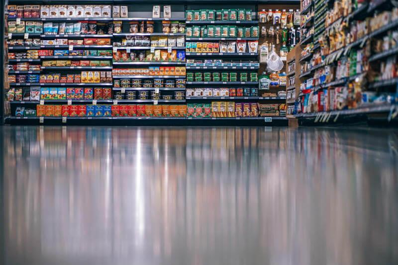 Supermercados y fabricantes de alimentos se suscribirán a un plan para reducir las 10 millones de toneladas de alimentos que se desperdician al año.