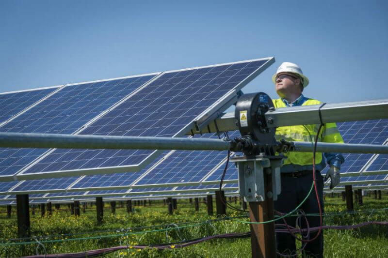 Duke Energy y Strata Solar, operadores de parques solares en Carolina del Norte, dijeron que casi no encontraron daños en las inspecciones iniciales.