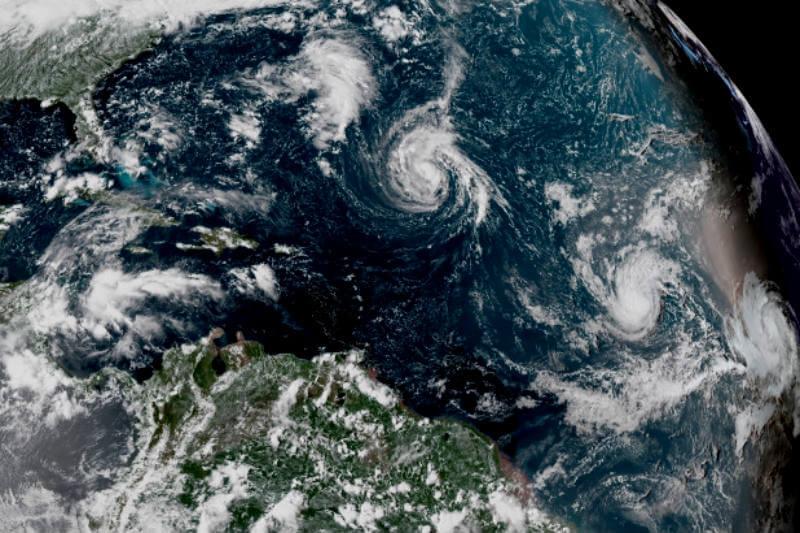 """Meteorólogos advierten que el huracán, con vientos máximos de 170 kph, """"se espera que se convierta pronto en un gran huracán"""" mientras llega a los EE. UU."""