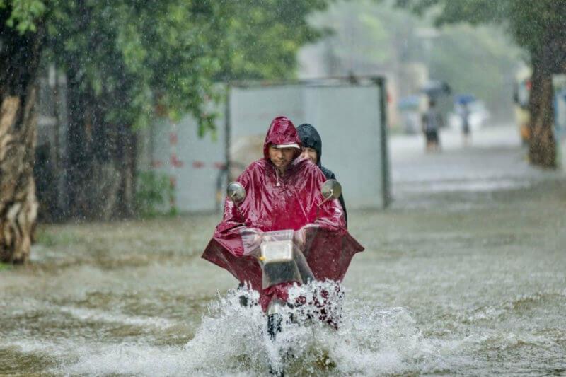 Según la agencia oficial de noticias Xinhua, el país evacuó a 127,000 personas en la provincia sureña de Guangdong debido a las fuertes lluvias.