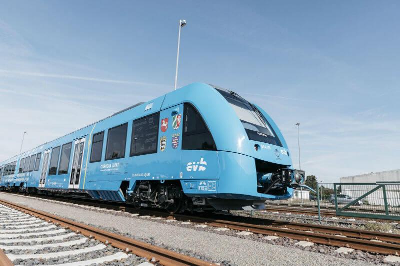 Vapor y agua es lo único que deja a su paso el primer tren de hidrógeno en entrar en servicio comercial en el mundo, gracias a la empresa Alstom.