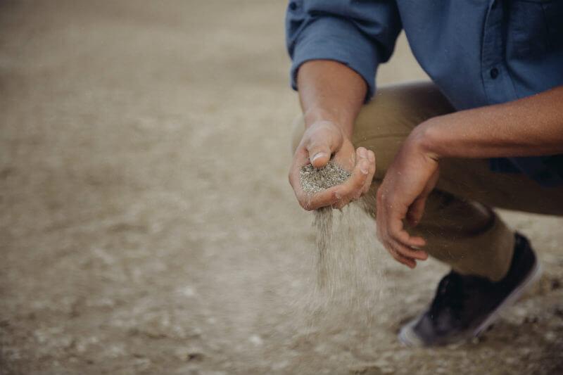 La sequía se ha prolongado durante más de un año en el este del país, lo que ha obligado a locales a migrar a la India a buscar trabajo.