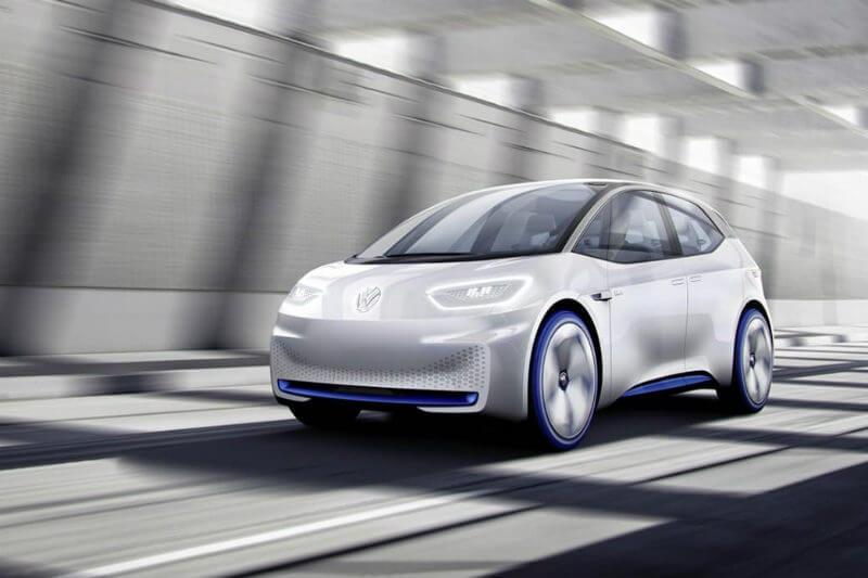 El CEO Herbert Diess anunció que fabricarán autos eléctricos bajo el Concepto I.D., con cualidades similares al Tesla Model 3, y que los planean lanzar en 2020.
