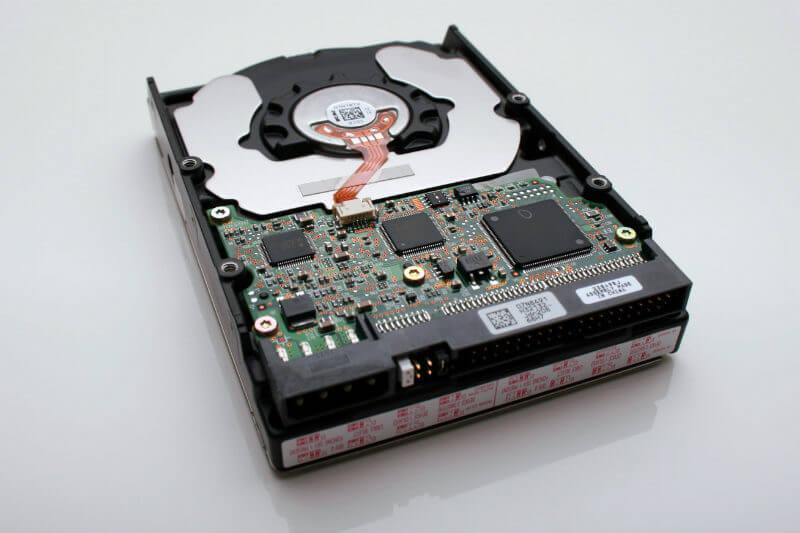 El ORNL está probando una de las mejores fuentes de tierras raras (discos duros de ordenadores) para reutilizarlos en un motor axial para un auto eléctrico.