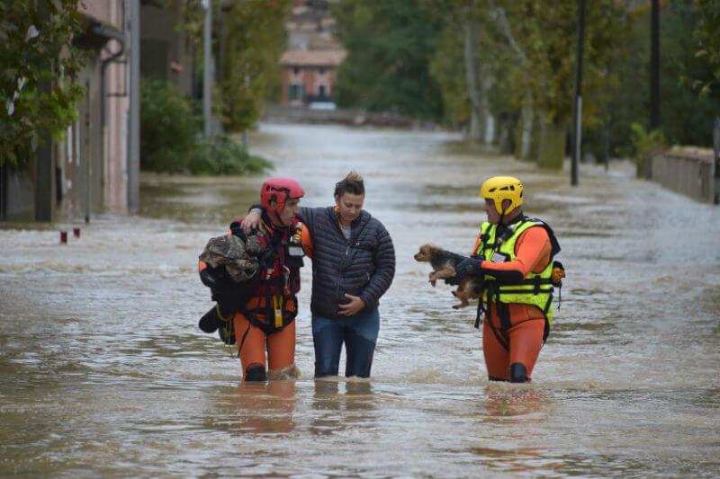 Más de 10 personas fallecieron en la ciudad de Carcasona, debido a que cayeron 296 litros por metro cuadrado en pocas horas; igual a 4 meses de precipitación.