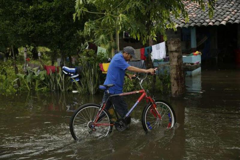 Lluvias provocadas por un sistema de bajas presiones ha puesto en diferentes niveles de alerta y vigilancia a Honduras, El Salvador, Guatemala y Nicaragua.