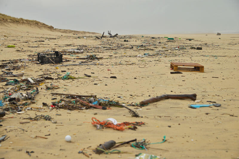 Coca-Cola, Danone, Inditex, entre otras, han firmado un acuerdo en la isla indonesia de Bali para reducir el uso del plástico y facilitar su reciclaje.