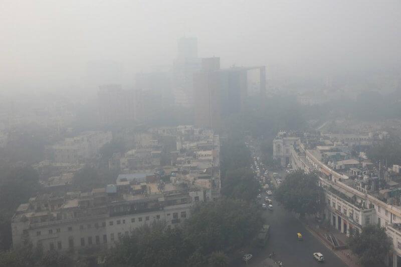 """Los niveles de polución en la ciudad en la India, la capital más contaminada del mundo, se dispararon hasta la categoría de """"emergencia"""", según la CPCB."""