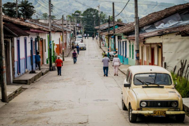 Informe del Observatorio de la Cumbre Iberoamericana insta a gobiernos a invertir en infraestructuras, mejorar el abastecimiento de agua y reducir emisiones.