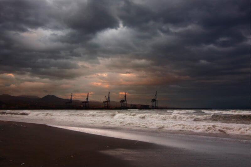 """Informe de la AIE advierte que a pesar del avance de las fuentes renovables, el mundo está """"lejos"""" de cumplir con los objetivos contra el cambio climático."""