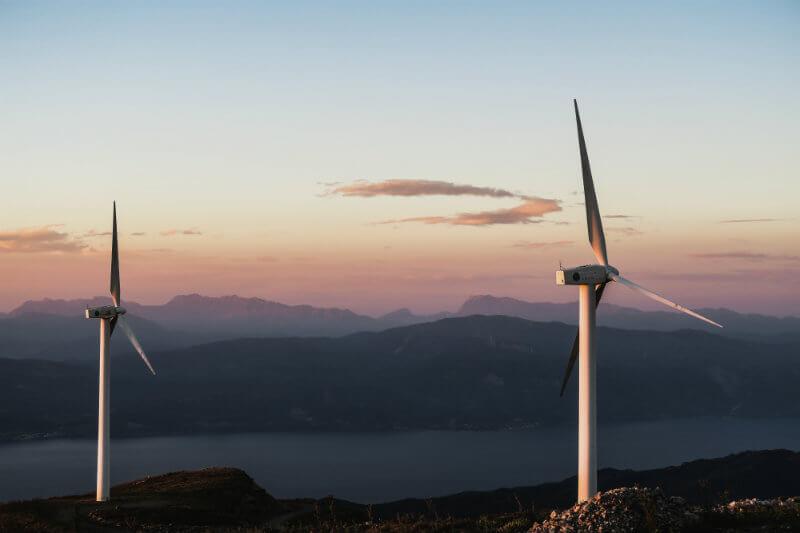 Estudio prueba de que la caída de los costos de la energía renovable y gas natural barato, superan la economía del carbón y la energía nuclear.
