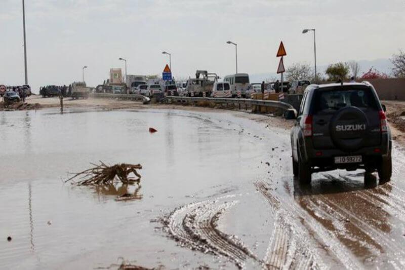 Al menos 18 personas fallecieron y 35 resultaron heridas en una zona en el mar Muerto por las inundaciones provocadas por lluvias torrenciales.