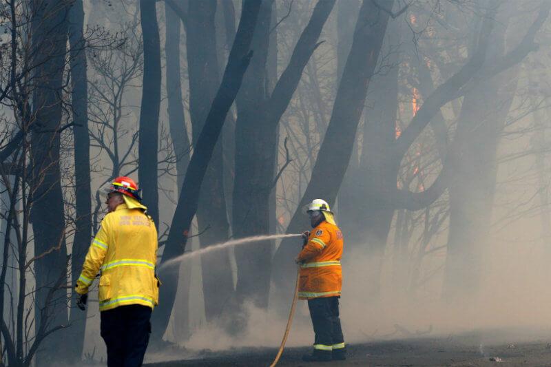 Condiciones meteorológicas sin precedentes causan inundaciones en Sídney, en el este, y decenas de incendios en el estado de Queensland, en el noreste.