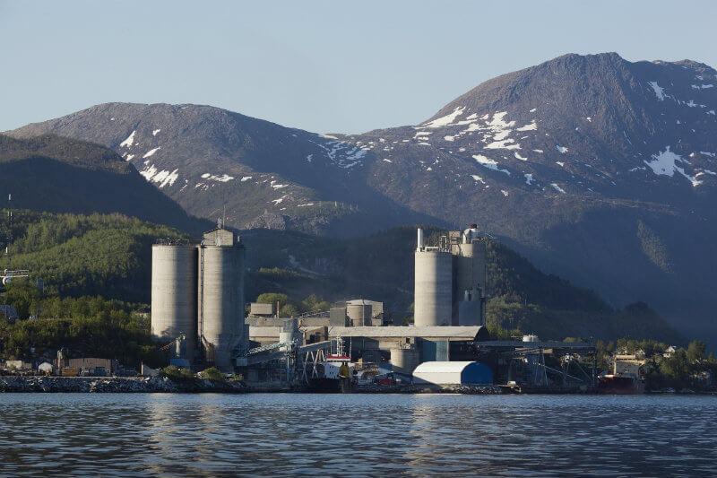 Después de una serie de procesos, la empresa noruega Norcem espera contar con la primera planta de cemento de emisiones cero para 2024.
