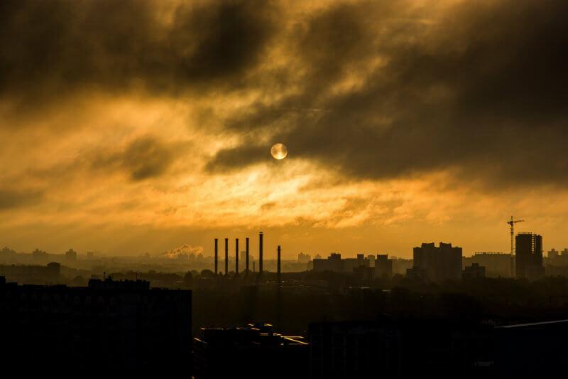 El dióxido de carbono procedente de los combustibles y la industria aumenta un 2.7% este año.