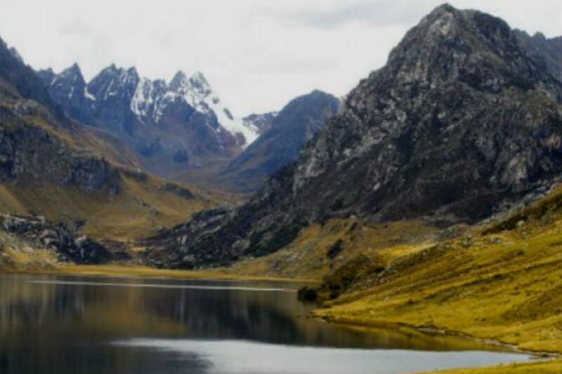 Nuevo atlas de la UNESCO y GRID-Arendal estima que entre el 78% y 97% de los glaciares tropicales desaparecerán de aquí a finales de siglo.