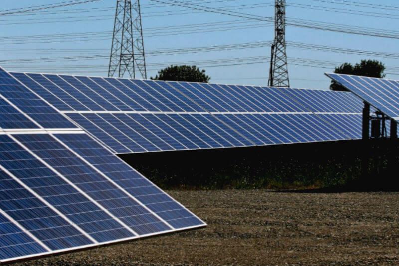 Las agencias de ayuda podrían ahorrar más de $500 millones al elegir energía limpia en lugar de combustibles fósiles en zonas de guerra y en áreas de desastre.