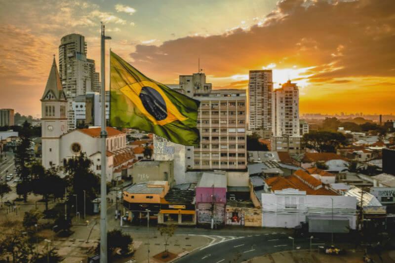 """Brasil no se comprometerá con """"nuevas metas"""" de reducción de emisiones de gases de efecto invernadero, dijo el ministro de Medio Ambiente, Ricardo Salles."""