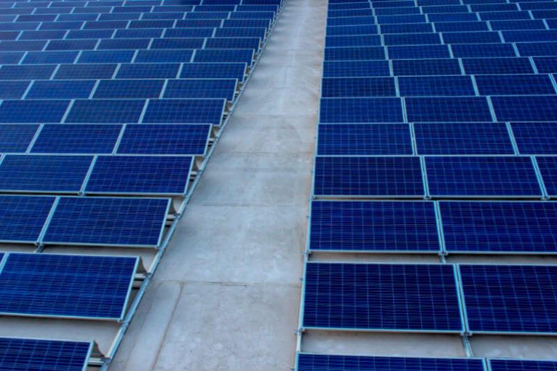 Si se cumple con el objetivo de instalación solar, resultaría en una reducción del 67% en la tasa de emisiones de dióxido de carbono para 2030, según la FPL.