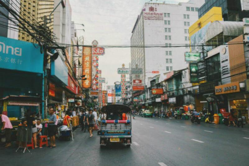 Autoridades ordenaron el cierre de 437 escuelas de Bangkok ante el agravamiento de la contaminación atmosférica que desde hace semanas afecta a la ciudad.