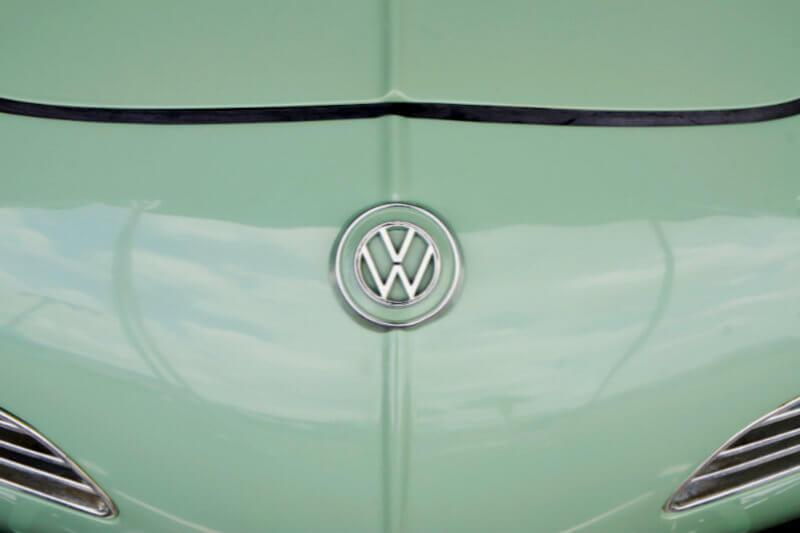 Volkswagen AG dijo que estaba invirtiendo $800 millones para construir un nuevo vehículo eléctrico en su planta en Chattanooga, Tennessee.