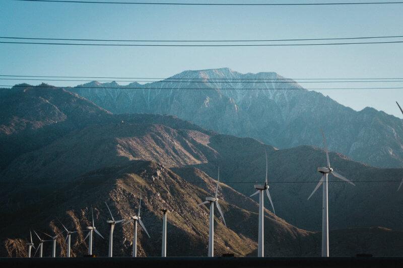 Se proyecta que la energía solar crezca un 10% en 2019 y un 17% en 2020, mientras que la energía eólica crecerá un 12% y un 14% en los mismos años.